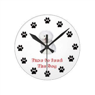 Heure d'alimenter le chien Bichon Frise Horloge Ronde