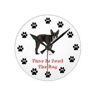 Heure d'alimenter le chien Boston Terrier Horloge Ronde