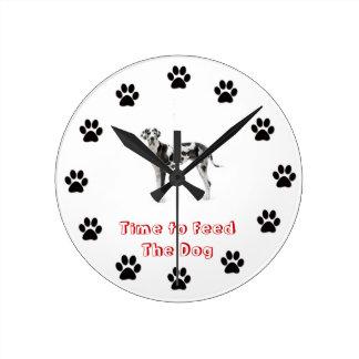 Heure d'alimenter le chien great dane horloge