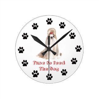 Heure d'alimenter le chien Shih Tzu Horloges Murales