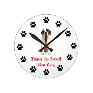 Heure d'alimenter le chien St Bernard Horloges