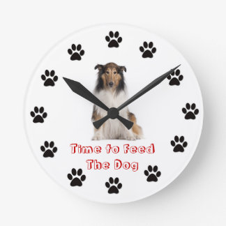 Heure d'alimenter le colley de chien pendule murale
