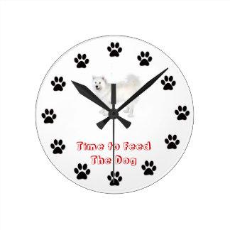 Heure d'alimenter le Samoyed de chien Pendule