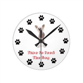 Heure d'alimenter les Chinois de chien Crested Horloge Ronde