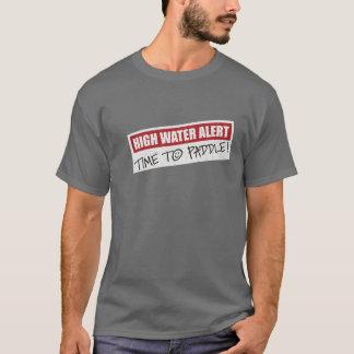 Heure de barboter le T-shirt foncé
