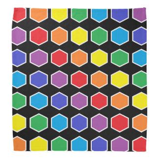 Hexagones d'arc-en-ciel décrits par blanc bandana