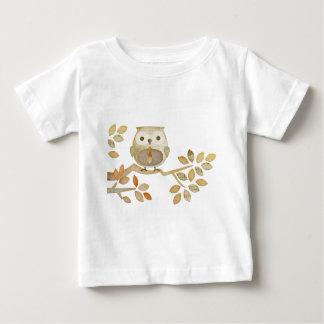 Hibou avec la cravate dans l'arbre t-shirt pour bébé