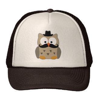 Hibou avec la moustache et le chapeau casquette de camionneur