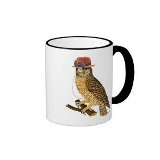 Hibou avec le chapeau de lanceur de style de mug ringer