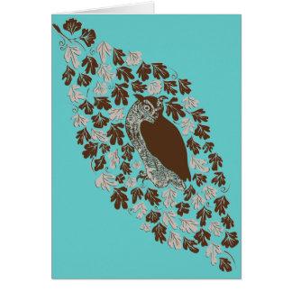 Hibou dans la carte de note de blanc de chêne