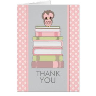 Hibou doux sur le carte de remerciements de livres