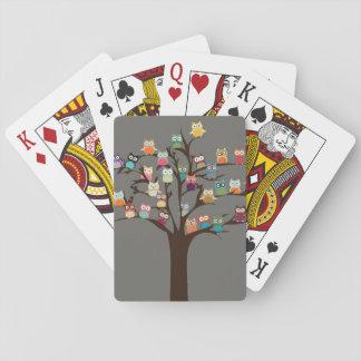 Hibou mignon sur l'arrière - plan de l'arbre   jeu de cartes