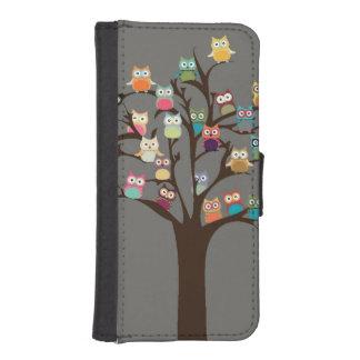 Hibou mignon sur l'arrière - plan de l'arbre | coques avec portefeuille pour iPhone 5