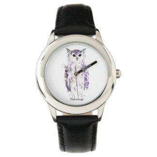 Hibou pourpre dans l'aquarelle montre