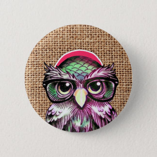 Hibou sage de tatouage coloré frais avec les badges