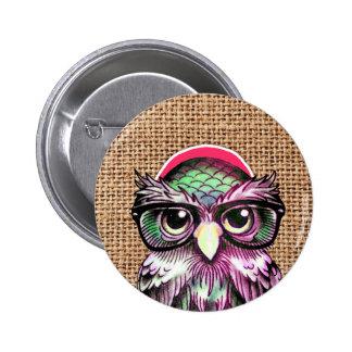 Hibou sage de tatouage coloré frais avec les verre badges
