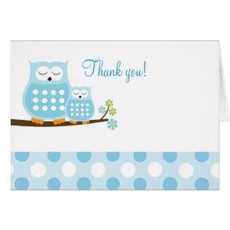 Hiboux de huée bleus sur le carte de remerciements