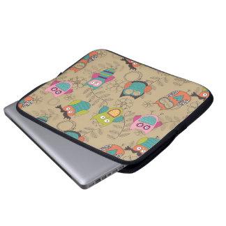 Hiboux gribouillés sur l'arrière - plan beige housse ordinateur
