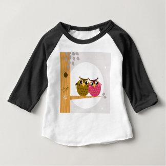 Hiboux mignons sur l'illustration originale d'art t-shirt pour bébé