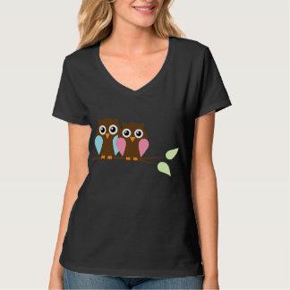 Hiboux sur une branche t-shirts