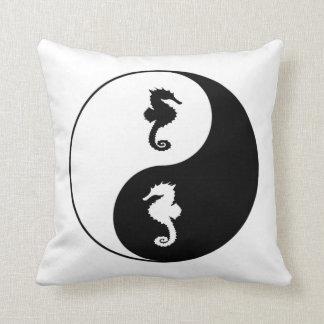 Hippocampe de Yin Yang Coussin