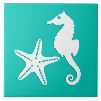 Hippocampe et étoiles de mer - blanc sur la grand carreau carré