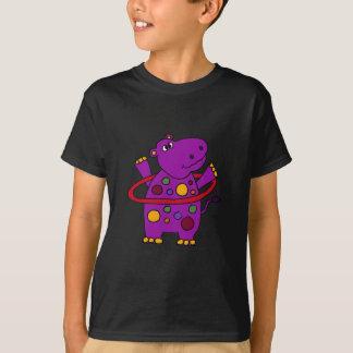 Hippopotame pourpre drôle jouant le cercle de t-shirt