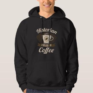 Historien rempli de combustible par le café veste à capuche