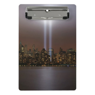 Hommage de World Trade Center dans la lumière à