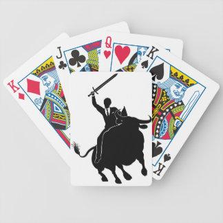 Homme d'affaires montant le concept de Taureau Jeux De Cartes