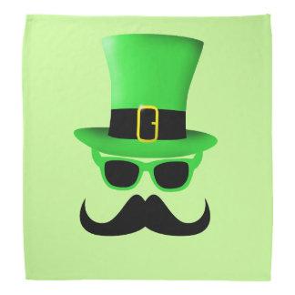 Homme de casquette supérieur de moustache du jour bandanas