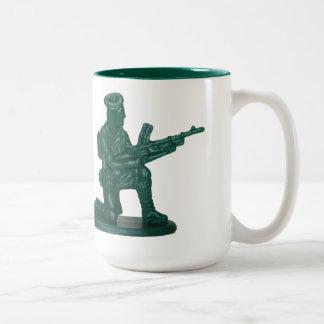 Homme de plastique vert d'armée tasses