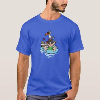Homme détendant dans la piscine t-shirt