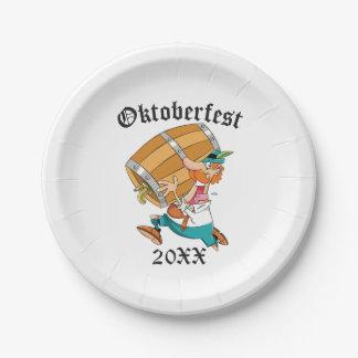 Homme d'Oktoberfest avec le barillet Assiettes En Papier