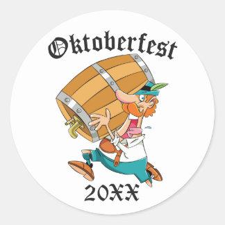 Homme d'Oktoberfest avec le barillet Sticker Rond