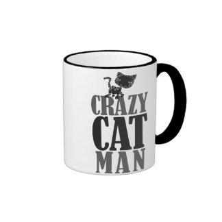 Homme fol de chat tasse