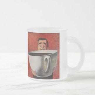 Homme heureux vintage buvant la tasse de café mug en verre givré