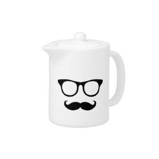 Homme ringard de moustache