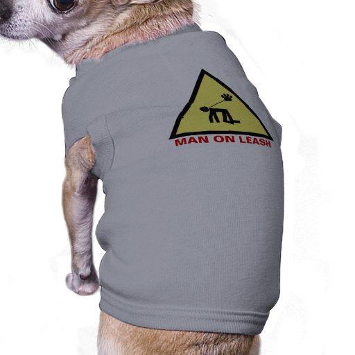 Homme sur la laisse t-shirt pour chien