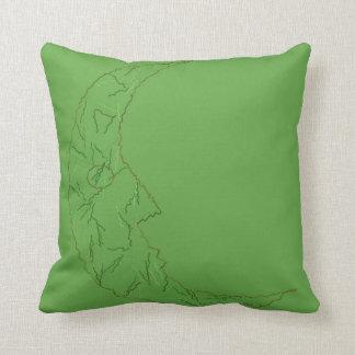 Homme vert dans le coussin réversible de coton de