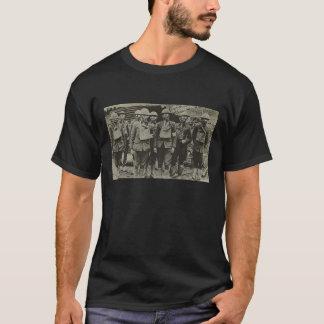 Hommes dans le T-shirt du masque de gaz WWI