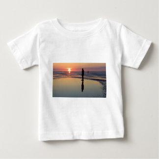 Hommes de fer au coucher du soleil, Crosby, T-shirts