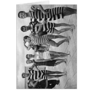Hommes maladroits vintages dans des maillots de carte de vœux