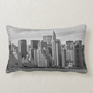 Horizon de New York City de l'East River B&W Coussin Rectangle