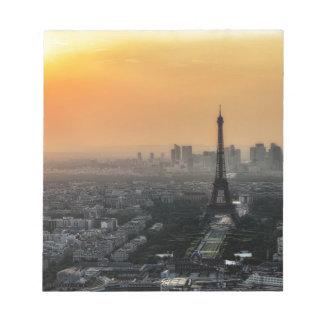 Horizon de Paris pendant le matin Bloc-note