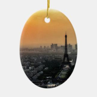 Horizon de Paris pendant le matin Ornement Ovale En Céramique