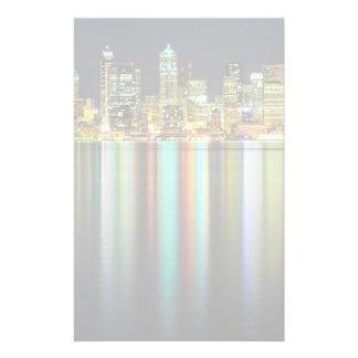 Horizon de Seattle la nuit avec la réflexion Papier À Lettre Customisé