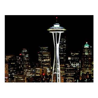 Horizon de Seattle la nuit, avec l'aiguille de Carte Postale
