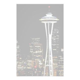 Horizon de Seattle la nuit, avec l'aiguille de l'e Papeterie