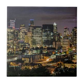 Horizon de Seattle la nuit Petit Carreau Carré